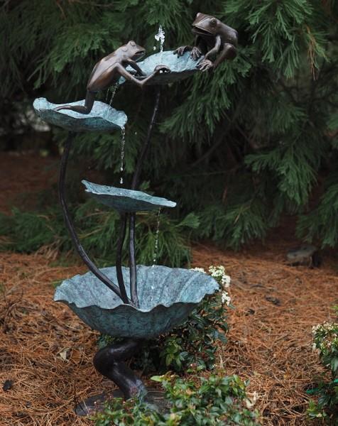 Zwei Frösche auf Lotusblättern | Große Wasserspaier Bronzefigur