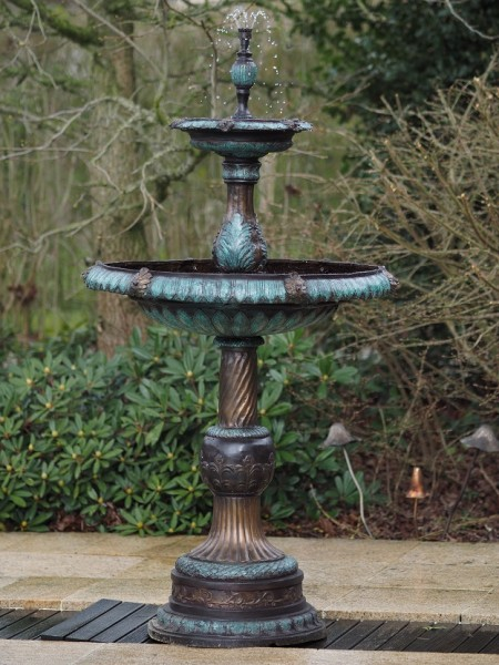Großer Bronze Springbrunnen Acqualina