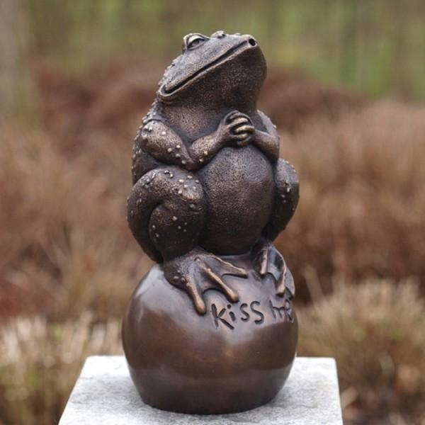 Kiss me Frosch - Wasserspaier Bronzefigur