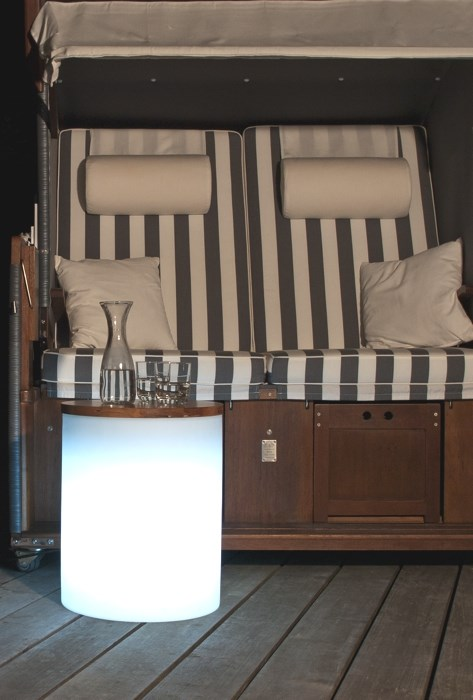 shining drum au enleuchte in form eines hockers. Black Bedroom Furniture Sets. Home Design Ideas