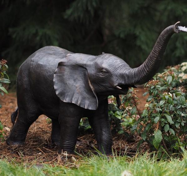 Elefant Lanka - Wasserspaier Bronzefigur