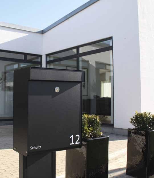 Allux-Grundform-Design-Briefkasten-schwarz-Stimmungsbild