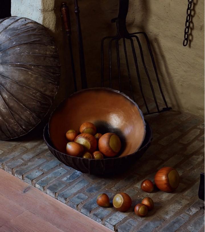 keramik-haselnuss-in-schale-stimmungsbild-cores-da-terra