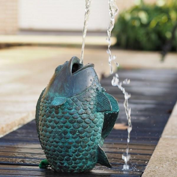 Springender Fisch als Wasserspaier Bronzefigur