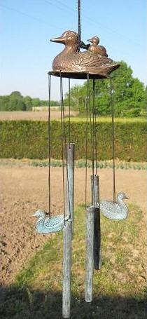 Windspiel aus Bronze mit Enten