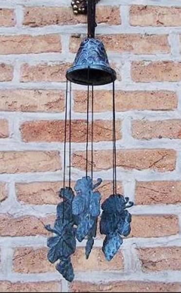 Windspiel aus Bronze | Traubenmotiv