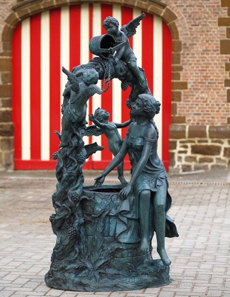 Großer Bronze Wasserbrunnen Angelo