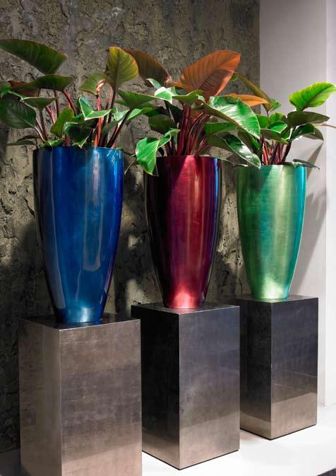 senzovase-gruen-rot-blau-silver-hochglanz-weiss-pflanzvase-stimmungsbild
