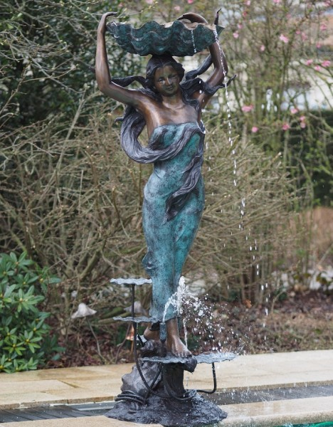 Großer Bronze Muschelbrunnen Venus