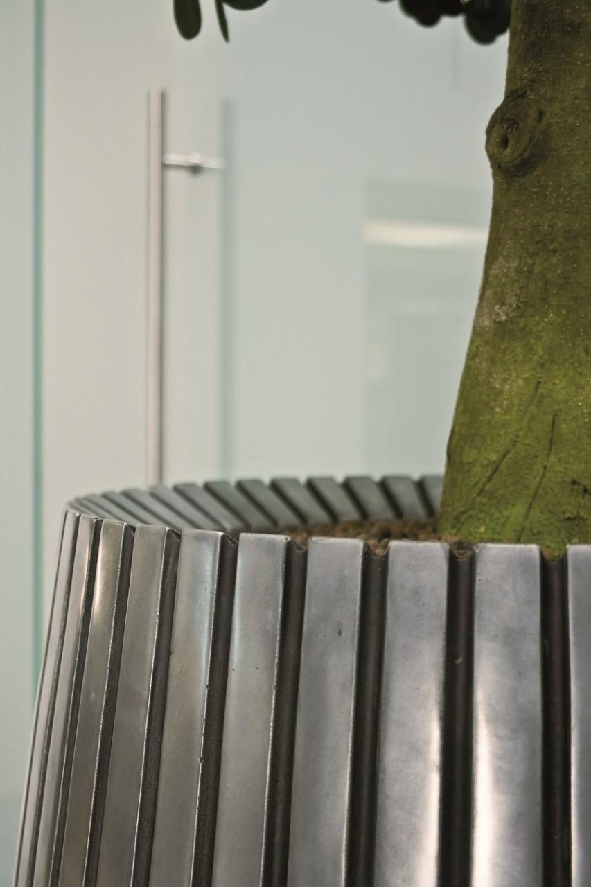 Lines Aluminium | Fiberglas Pflanzvase