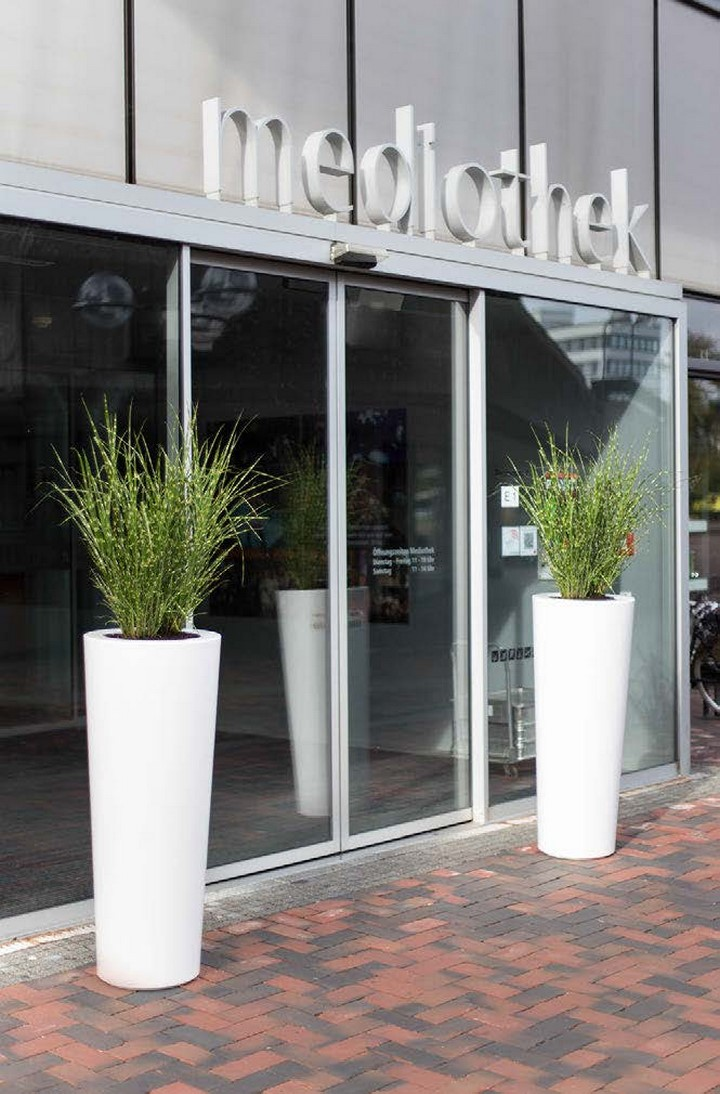 fleurami-premium-outdoor-konus-weiss-white-pflanzvase-pflanzkubel-stimmungsbild