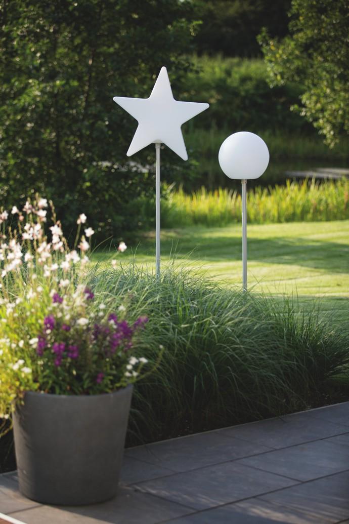 8-seasons-shining-globe-leuchtkugel-leuchtstern-auf-stab-stimmungsbild-2
