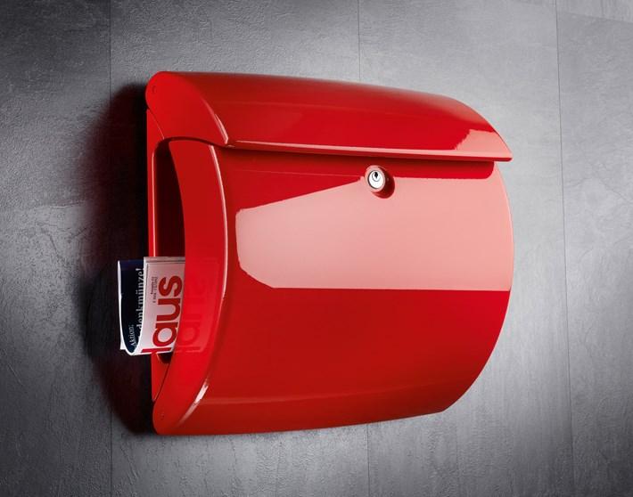 Piano-Kunststoff-Briefkasten-rot-BKPiano886R-Stimmungsbild
