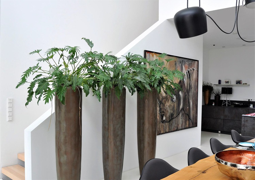 https://www.terrapalme.de/media/image/fleurami/Loft-virdings-bronze-Pflanzvase-XL-stimmungsbild-2.jpg