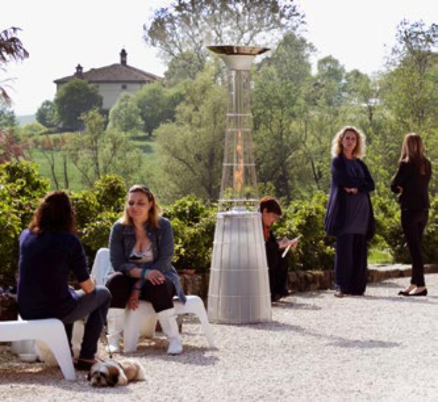 https://www.terrapalme.de/media/image/stimmungsbild/aktiva/Dolce-Vita-Edelstahl-Flamenheizer-Terassenfeuer-Stimmungsbild-2.jpg
