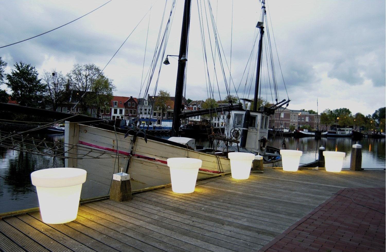 https://www.terrapalme.de/media/image/stimmungsbild/bloom-pot-leuchtkuebel-white-weiss-stimmungsbild-3.jpg