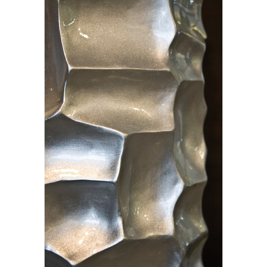 https://www.terrapalme.de/media/image/stimmungsbild/mosaic-column-silber-kunstharz-pflanzsaeule-detailbild.jpg
